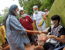Primera Dama llevó medicinas y alimentos a jóvenes en condición especial de Antolín y Gómez